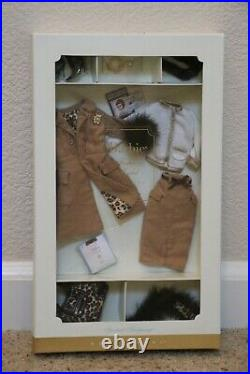 2004 Barbie Fashion Model Collection SPOTTED SHOPPING Gold Label Fashion, NEW