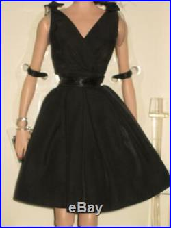 2016 Classic Black Dress Brunette Gold Label Posable Jointed Silkstone MINT NRFB