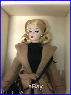 2016 Posable Camel Trench Coat Silkstone Barbie Nrfb