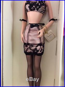 A MODEL LIFE Silkstone Barbie Fashion Model Giftset 2002. MINT