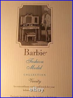 Barbie SilkStone Fashion Model Vanity, Mint