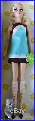 Kitty Corner Francie Gold label Silkstone W3469 BARBIE doll 2012 Gift Set NRFB